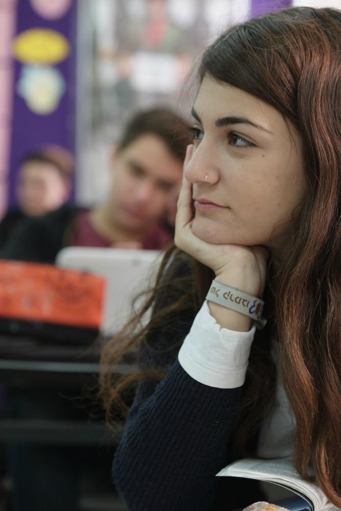 תלמידה בתיכון דרור