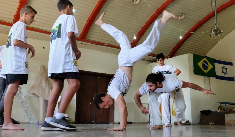בני נוער בשיעור קפוארה