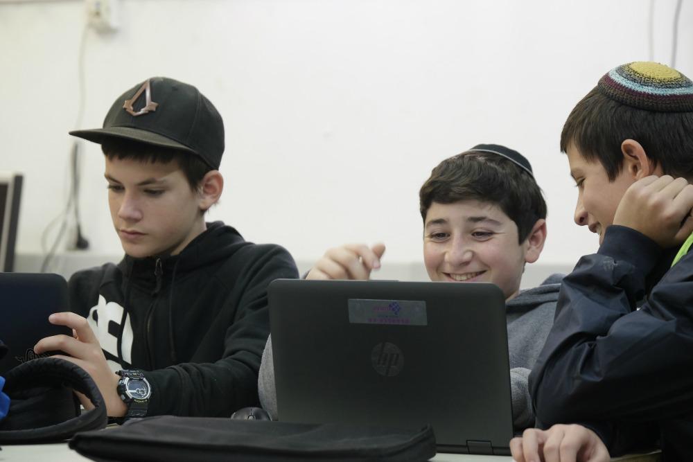 תלמידים בסביבה דיגיטלית